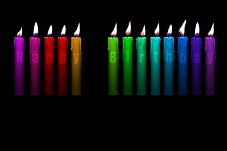 con velas de colores feliz cumplea�os letras aisladas sobre fondo negro Foto de archivo - 3990746