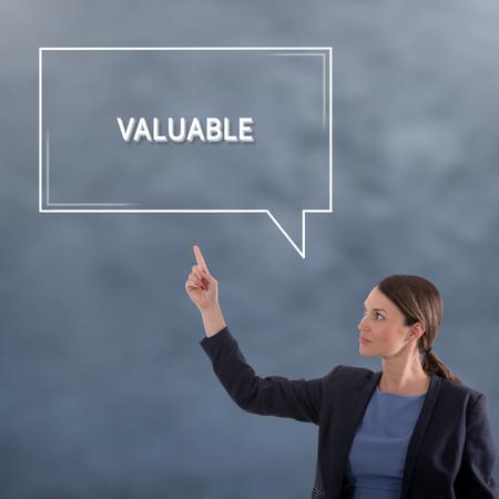 WERTVOLLES Geschäftskonzept. Geschäftsfrau-Grafik-Konzept