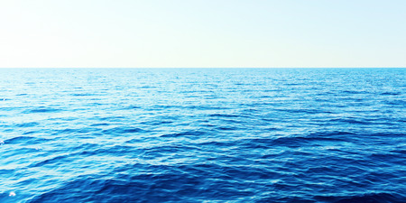 Błękitne morze i czyste niebo. Morze Karaibskie.