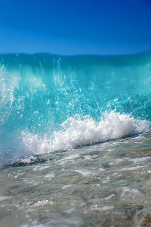 Breaking Wave of Blue Ocean on sandy beach Summer Background Banco de Imagens