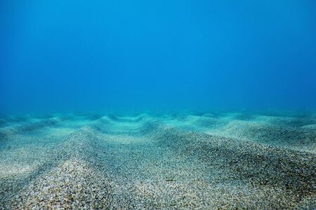 Underwater Blue Ocean, Sandy sea bottom Underwater background 免版税图像