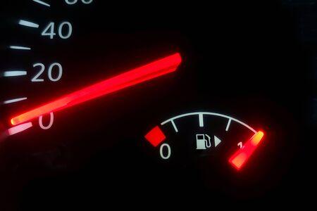Wskaźnik paliwa, pełny zbiornik, wyświetlacz paliwa samochodowego