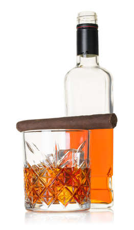 whiskey with cigar on white isolated background 免版税图像