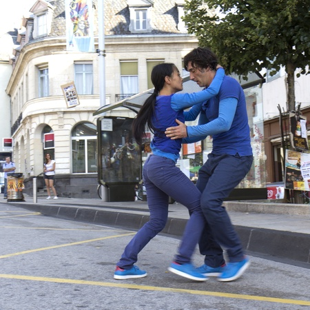 yui: AURILLAC, FRANCE- AUGUST 19: Aurillac International Street Theater Festival,Cie  P2BYM, a couple is dancing in the street, on August 19, 2011 in Aurillac, France.  Editorial