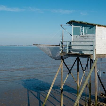 hobby hut: Fishing cabin and carrelet net, Medoc, France  Stock Photo