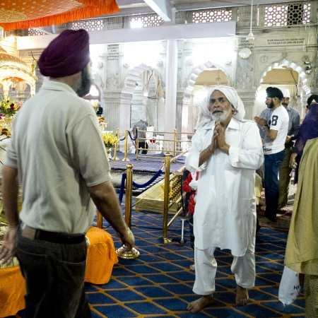 ardently: NEW DELHI,  INDIA - MARCH 14: Old man praying in a Sikh temple of Old Delhi, named Gurudwara Sish Ganj Sahib, on March 14, 2013, New Delhi, India. It is one of the nine historical gurdwaras in Delhi. Editorial
