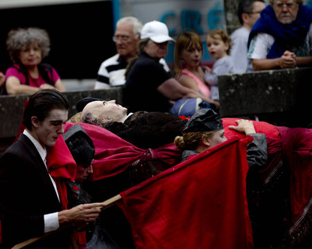 aurillac: AURILLAC, FRANCE-AUGUST 22: spectators look at share of the Aurillac International Street Theater Festival, cie teatro del silencio there august 22 the funeral as Lenin, 2014 in Aurillac, France.