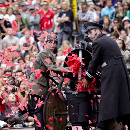 aurillac: AURILLAC, FRANCE-AUGUST 22: Machine throw up a big red confetti as share of the Aurillac International Street Theater Festival, cie teatro del silencio there august 22, 2014 in Aurillac, France.