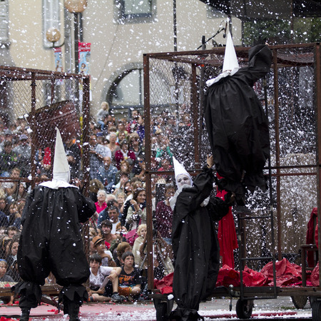 aurillac: AURILLAC, FRANCE-AUGUST 22: people move disguised under the snow as share of the Aurillac International Street Theater Festival, cie teatro del silencio there august 22, 2014 in Aurillac, France.