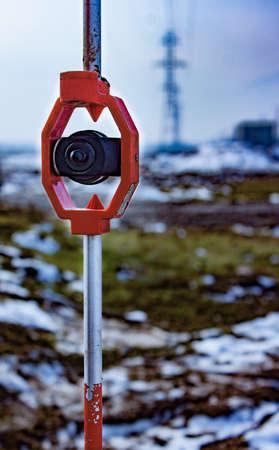 topografo: Prisma para levantamiento, usado para medición de distancia. Centrarse en el prisma