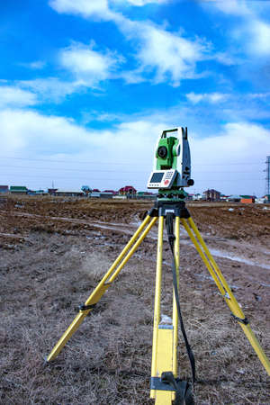 exact position: The instrument stands on a tripod when working in the field