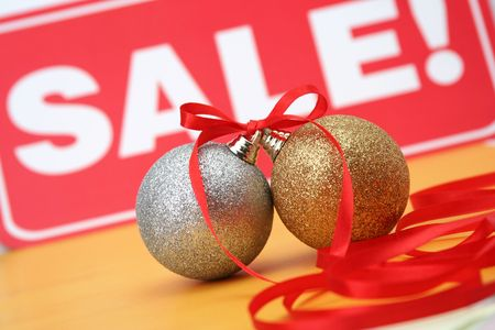 Sale of Christmas spheres photo