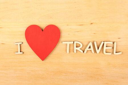 """hape: Primo piano su sfondo di legno legno di testo """"Viaggi"""""""