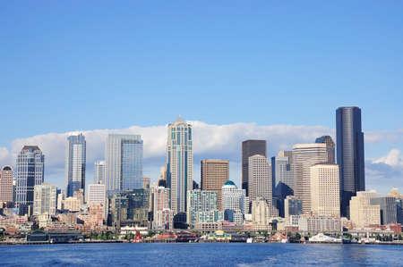 puget sound: Skyline di Seattle, Washington dal Puget Sound