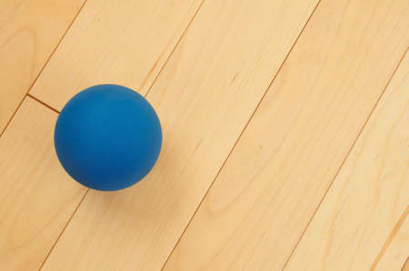 Blue Rubber Racquetball on Hardwood Court Floor Zdjęcie Seryjne