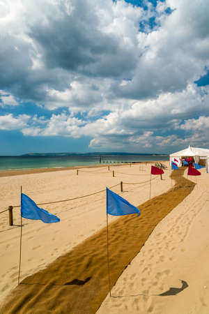bournemouth: The Dorset coastal resorts of Poole and Bournemouth offer beach weddings. Golden sands, deep blue skies, shimmering green sea provide a backdrop for a June wedding on Bournemouth Beach Stock Photo