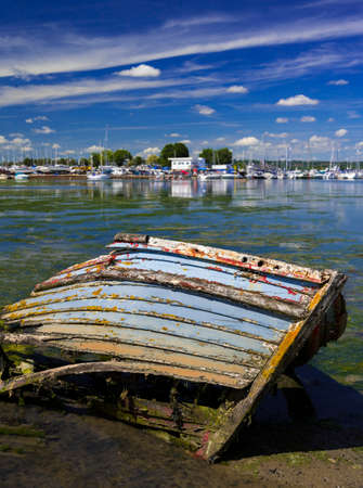 backwater: Derelict boats in the backwaters of Holes Bay, Poole Harbour at low tide