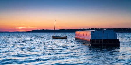Sunlit Houseboats in Poole Harbour at sunset Stok Fotoğraf - 119118466