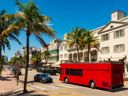 Sun-drenched hotels on Ocean Drive, in the Art Deco District, Miami Beach and double-decker tourist bus Editöryel