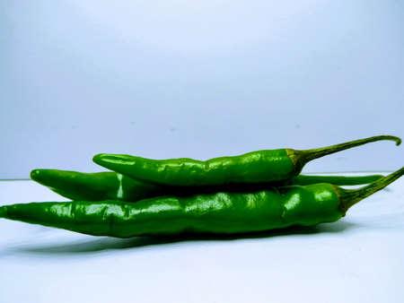 Peperoncino verde isolato su sfondo bianco Archivio Fotografico