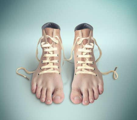 piernas: Par de zapatos el aspecto de las piernas reales Foto de archivo