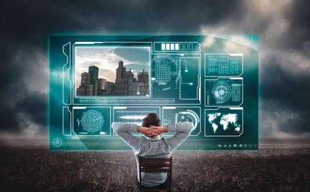 Desarrollador viendo datos informativos en una pantalla de holograma en un campo. Hombre desarrollando un asentamiento.