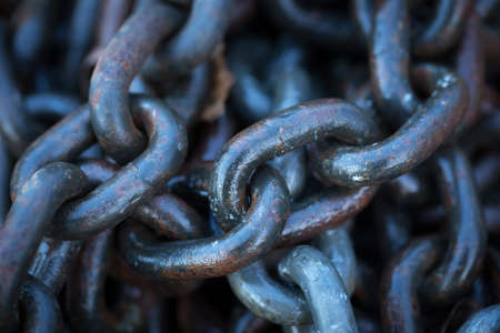 heavy chains: Heavy chains