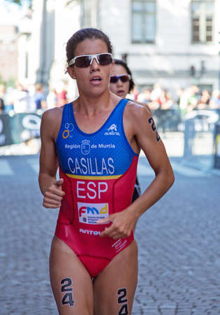 esp: STOCKHOLM - AUG 22: Women ITU World Triathlon event Aug 22 2015. Woman running in Old town.  Casillas García Miriam (ESP) Editorial