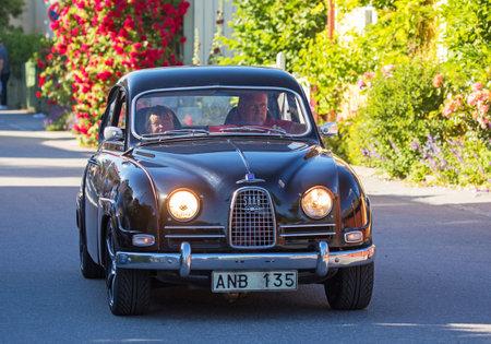TULLGARN スウェーデン 2017 年 7 月 20 日。サーブ 96年、デラックス 1962 年。スウェーデン道路上で運転。