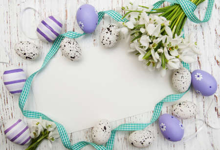 Easter background with snowdrops, eggs and ribbon Standard-Bild