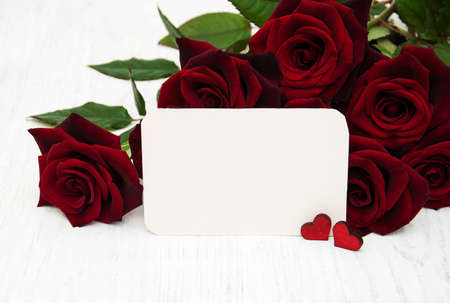 blank note: Fresh Red roses background and greeting card