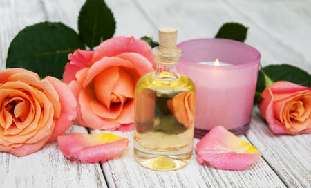 Spa concept with pink roses on a old wooden background Archivio Fotografico