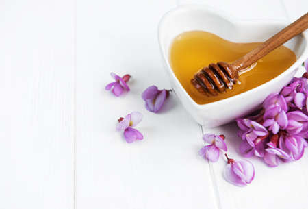 Honey with acacia blossoms on a wooden background Standard-Bild