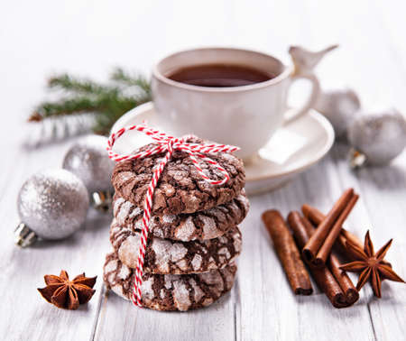 Christmas crackled chocolate cookies on a old wooden table Stok Fotoğraf