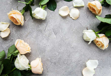 Yellow and white roses on a grey stone background Reklamní fotografie - 122612711