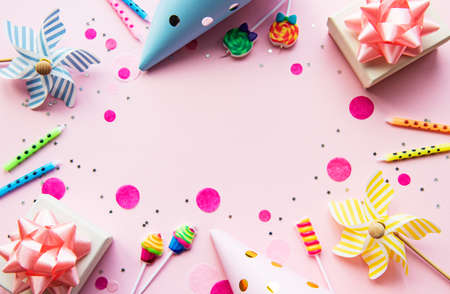 Happy birthday or party background.  Flat Lay wtih birthday balloons , confetti and ribbons on pink background. Top View.  Copy space. 스톡 콘텐츠