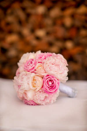 Wedding bouquet in pink and white roses with rhinestones for a bride to be  Reklamní fotografie