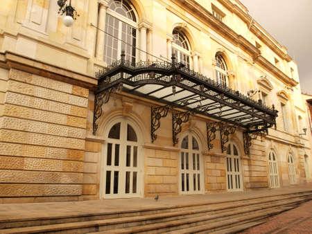 neocl�sico: Arquitectura exterior del teatro neocl�sico Bogot�, Colombia Editorial