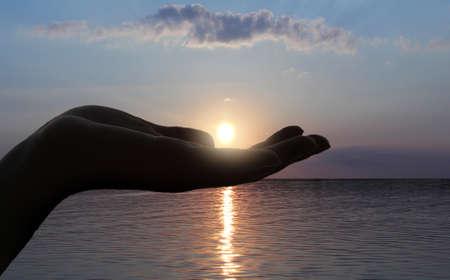 lizenzfreie fotos: Sonne auf der hand