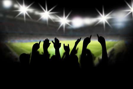 football silhouette: Stadio con i tifosi