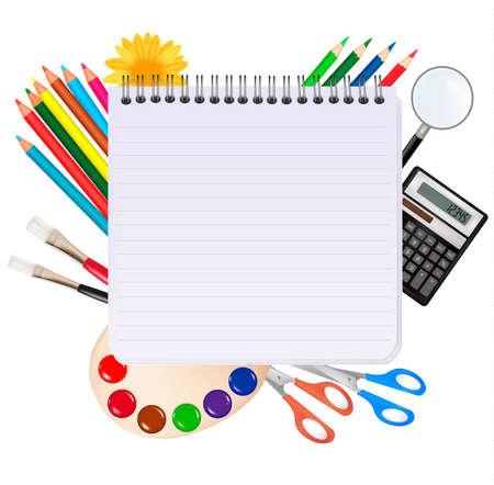 objetos escolares: Bloc de notas de espiral con material escolar.