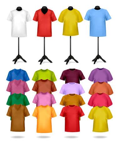 moda ropa: Blancos y de color camisetas en maniquíes. Ilustración del vector.
