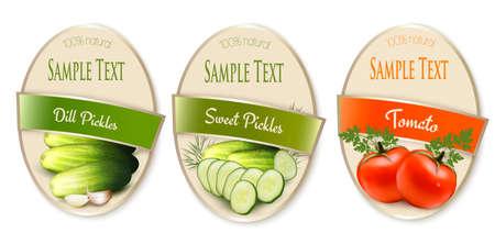 Ensemble d'étiquettes avec tomates écologiques et cornichons isolés. Illustration vectorielle Vecteurs