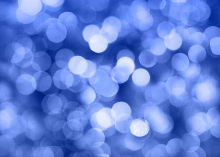 lumieres: Bleu lumi�res de No�l dans la nuit. Belle floue arri�re-plan.