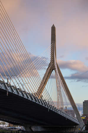 The Zakim Bridge in Boston at sunset. Foto de archivo