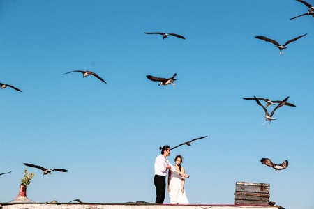 Lovely couple hugging on the roof with seagull background at Bosphorus in Istanbul Standard-Bild