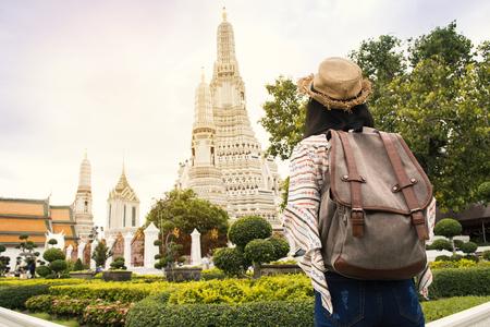 Asiático, mochileiro, viagem, Wat Arun, templo, Relax, tempo, férias, hipster, estilo de vida