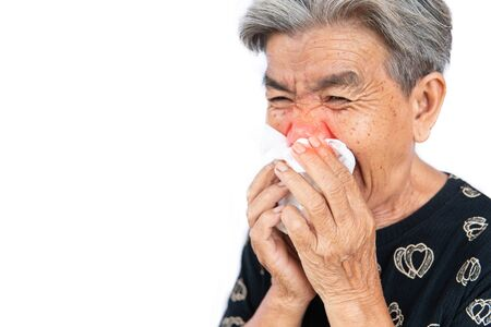 An old woman have a cold, uses a tissue to cover her mouth when coughing and sneezing, covid 19 Zdjęcie Seryjne