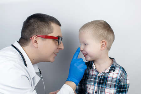 An ophthalmologist examines a boy who complains of burning and pain in his eyes. Eye fatigue from a computer or phone screen (sensation of sand on the cornea). Diagnosis of conjunctivitis in children.