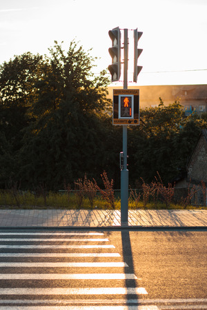 semaforo pedoni: Red traffic lights and pedestrian crossing